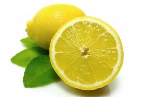 Faire disparaître un bouton d'acné avec un citron